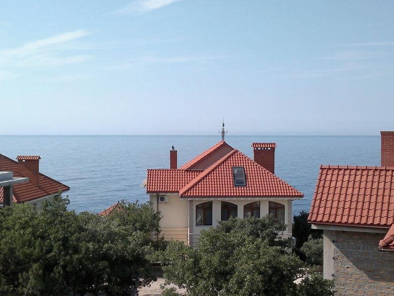 Дома на побережье Крыма