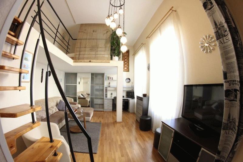 Одна из двухуровневых квартир