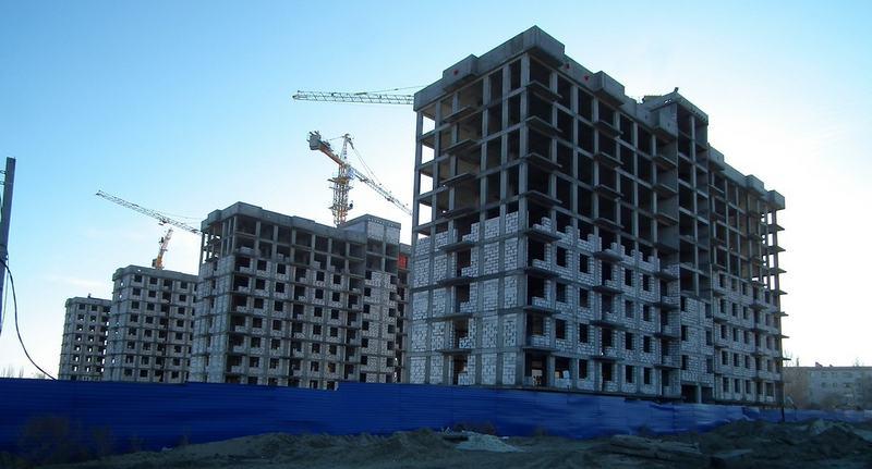 Дольщии ждут возобновления строительства