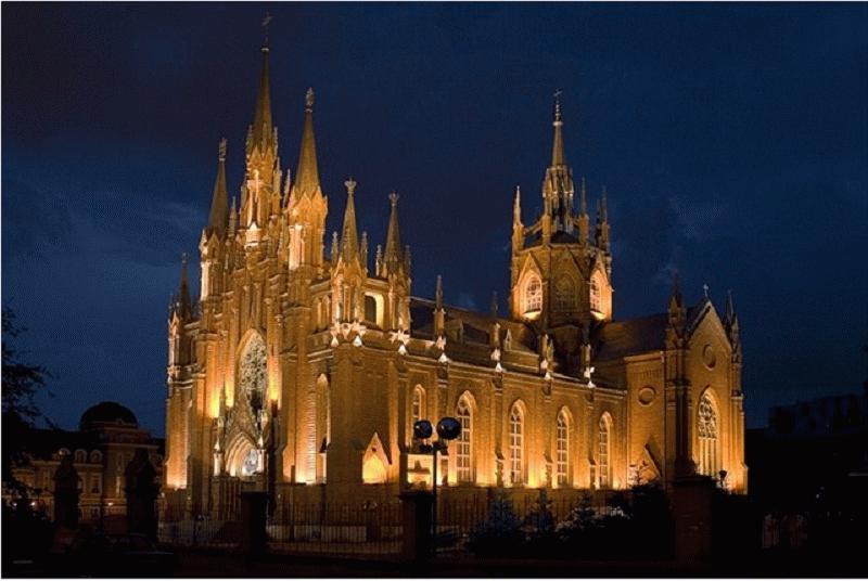 Заливающее освещение оптимально для крупных архитектурных объектов