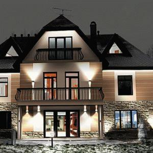 Подсветка фасада загородного дома: варианты и идеи