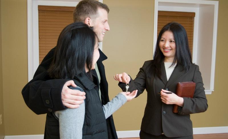 агент по недвижимости берет на себе показы жилплощади и переговоры с потенциальными клиентами