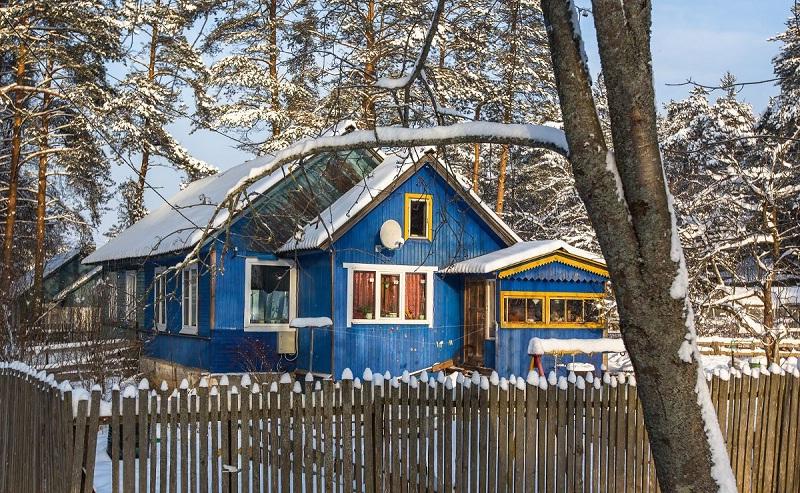 По внешнему виду невозможно отличить жилое строение от садового (дачного)