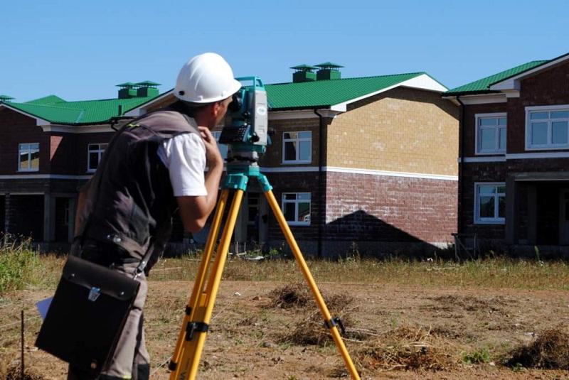 С марта 2019 года для регистрации надворных построек придется прибегнуть к помощи кадастровых инженеров