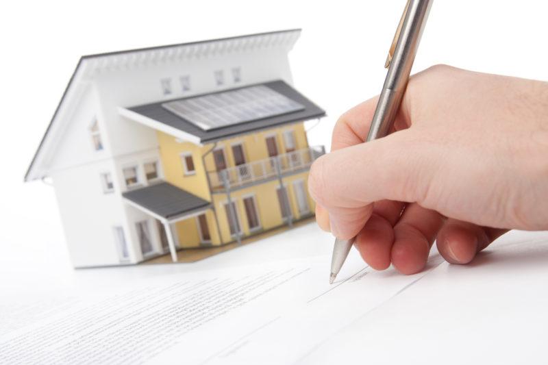перед покупкой жилья специалисты советуют будущим собственникам получать информацию относительно присутствия обременений на объекте
