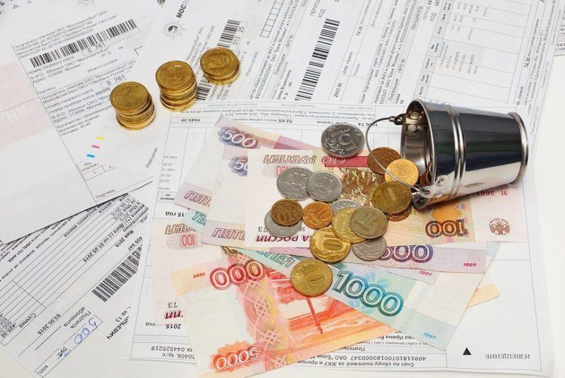 Справка о состоянии лицевого счета - обязательный документ при реализации жилья. В связи с этим скрыть факт наличия долга невозможно.