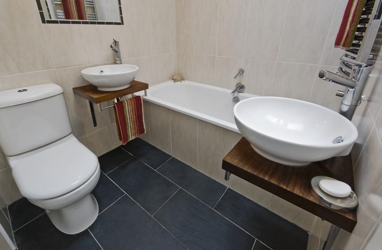 Совместить ванну и туалет в кирпичном доме